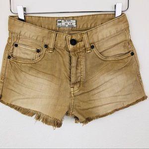 Free People   NWOT Denim Raw Edge Shorts Size 24